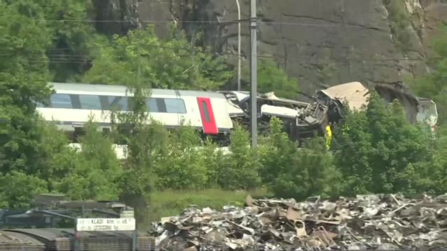 vídeos y material grabado en eventos de stock de investigators work through the wreckage of a high speed train crash in eastern belgium that killed at least three people and injured nine others - accidente de tren