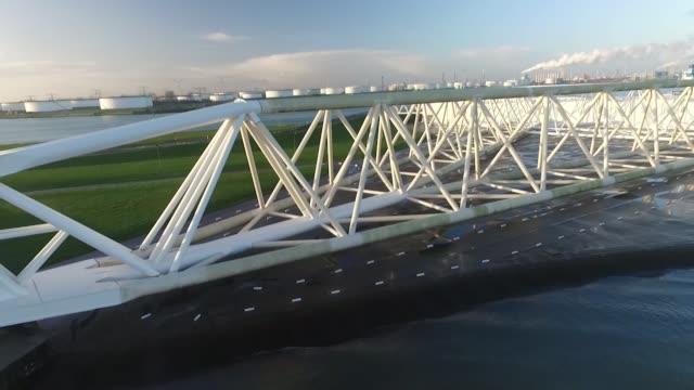 vídeos y material grabado en eventos de stock de aerial drone footage maeslantkering storm barrier gv maeslantkering barrier as past on canal gvs aerial drone footage maeslantkering storm barrier... - rotterdam