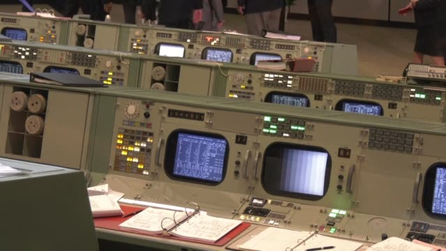 stockvideo's en b-roll-footage met invites journalists to the opening of the newly-restored apollo mission control center - regelkamer