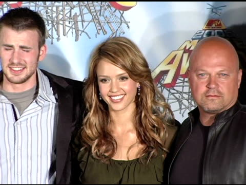 ioan gruffudd chris evans jessica alba and michael chiklis julian mcmahon at the 2005 mtv movie awards press room at the shrine auditorium in los... - 2005 stock videos and b-roll footage