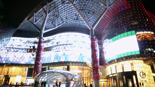 ws ion orchard shopping mall at night, on orchard road - 商業看板点の映像素材/bロール