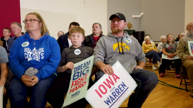 iowa voters attend a campaign event with democratic presidential candidate sen. elizabeth warren at hempstead high school on november 02, 2019 in... - political rally stock videos & royalty-free footage