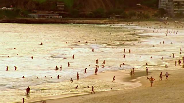 vídeos de stock e filmes b-roll de praia de ipanema no rio de janeiro - ponto de referência natural