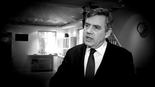 vidéos et rushes de ipswich :bt adastral park: int b/w graphicised seq gordon brown mp interview sot - make sure the old bonus culture swept away - prime minister