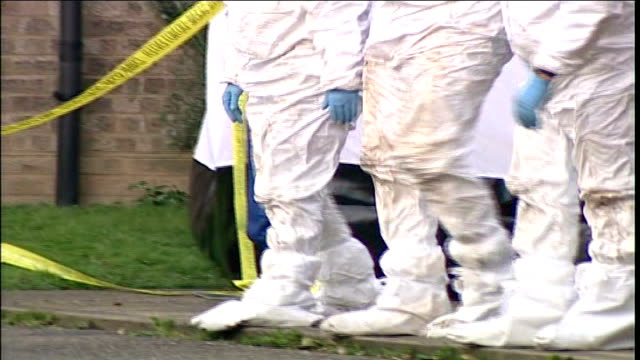 second man arrested in connection with murder of five women; england: suffolk: trimley st martin: jubilee close: ext general view of forensic team at... - セキュリティスキャナ点の映像素材/bロール