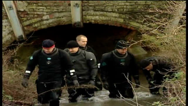 two more bodies found making five in total; england: suffolk: ext group of police divers wading thru stream high angle shot of police divers wading... - イーストアングリア点の映像素材/bロール