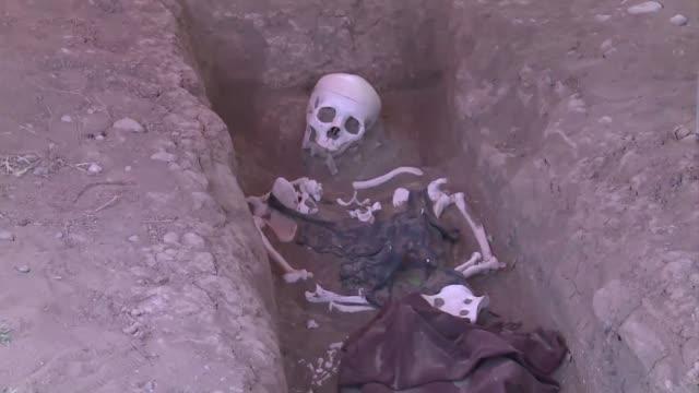 vídeos de stock, filmes e b-roll de irak quiere olvidar el sangriento legado de sadam husein arbil iraq - irak