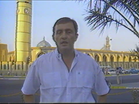 vidéos et rushes de iran iraq ceasefire begins: baghdad celebrations; iraq: baghdad: ext cms clock showing 7 o' clock pull out to reporter to camera tx 20.8.88/9.03pm - irak