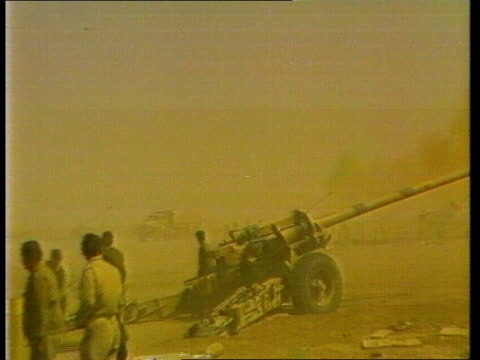 vídeos de stock, filmes e b-roll de iraq takes control of khorramshahr port iran khorramshahr field artillery fire sot gv gun firing sot ms shell carried to gun and loaded ms gun fires... - irã