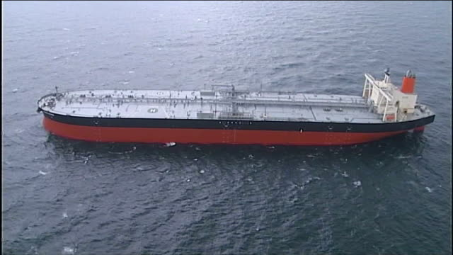 vidéos et rushes de iran threatens to close strait of hormuz after diplomatic row with eu at sea gulf oil tanker along in gulf aerials oil tanker in gulf reporter to... - à bord