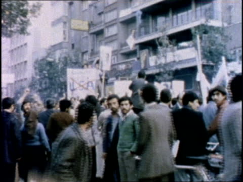 iranian militants seize the american embassy in iran and burn the us flag - イラン点の映像素材/bロール