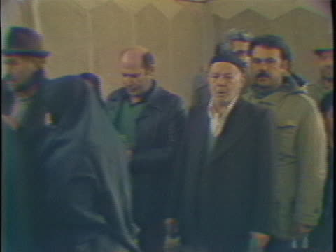 iranians line up to cast their ballots during 1980 iranian presidential elections. - 憲法点の映像素材/bロール