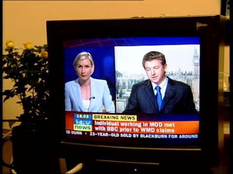 Dodgy dossier affair The source NEWS AT TEN NICK ROBINSON ENGLAND London MS Television screen showing ITV Newschannel breaking the news about the MOD...