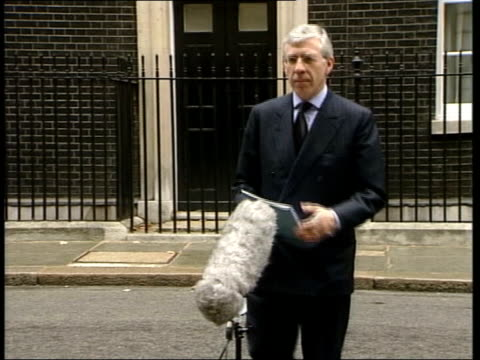 intelligence security committee findings england london 10 downing street jack straw mp towards microphone at press conference cms jack straw mp... - jack straw stock videos and b-roll footage