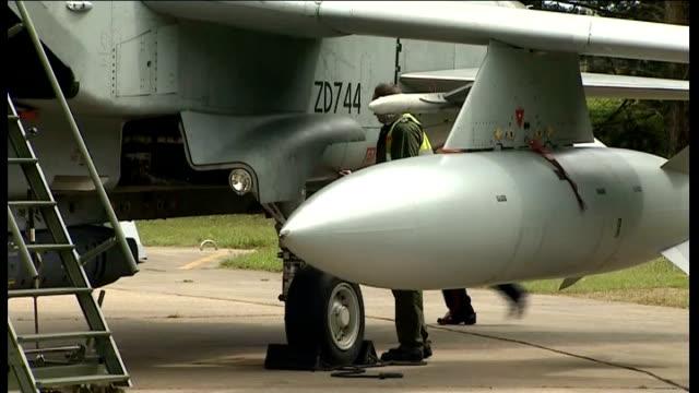 iraq crisis: raf tornado jets at raf marham; england: norfolk: raf marham: ext general views of royal air force tornado jets on runway / pilots... - isil konflikt stock-videos und b-roll-filmmaterial