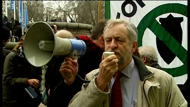vidéos et rushes de protest speeches jeremy corbyn mp speech through loudhailer sot thank you for coming been a very long time since the fateful day in 2003 when... - manufacturing occupation