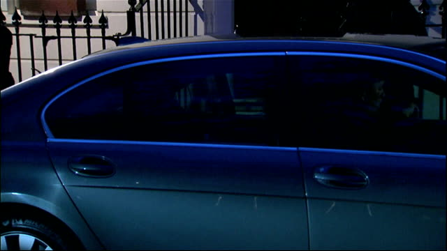 Tony Blair leaves home ENGLAND London PHOTOGRAPHY*** Tony Blair leaves house and gets into car car departs to BV