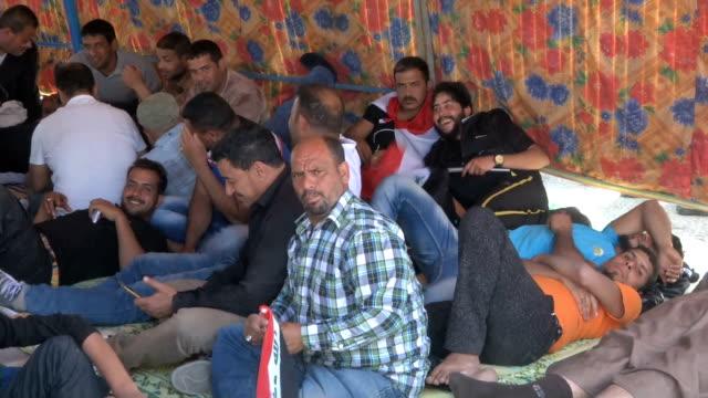 iraq sadrist movement protest - muqtada al sadr video stock e b–roll