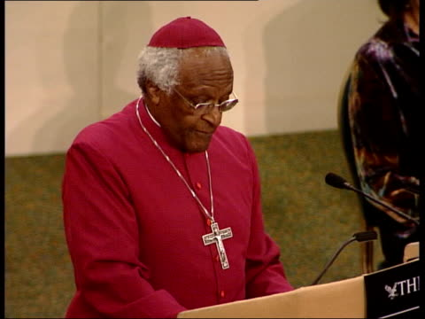 tutu attack on blair itv late news john draper england london westminster archbishop desmond tutu to podium to applause zoom in tgv audience... - ballettröckchen stock-videos und b-roll-filmmaterial