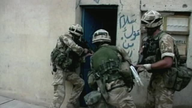 vídeos de stock, filmes e b-roll de iraq war veterans inquiry to shut down following damning mps report armed forces / politics iraq war veterans inquiry to shut down following damning... - guerra do iraq