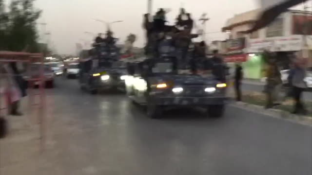 Iraqi forces and supporters celebrating after arriving in Kirkuk