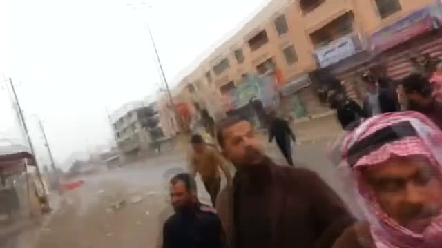 stockvideo's en b-roll-footage met iraqi government forces interfere tribesmen during a protest against government of nouri almaliki in anbar province's capital ramadi on december 30... - 2013