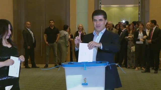 iraqi kurdish regional government prime minister nechirvan barzani casts his ballot in the kurdish independence referendum at a polling station in... - 選挙点の映像素材/bロール