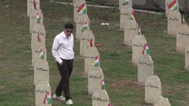iraqi kurdish regional government's minister of martyrs affairs, mahmoud haji salih attends a ceremony at the halabja cemetery to commemorate the... - mord stock-videos und b-roll-filmmaterial