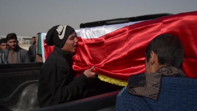 iraqi mourners in najaf participate in the funeral procession of an activist killed overnight in violence blamed on supporters of the powerful shiite... - najaf stock videos & royalty-free footage