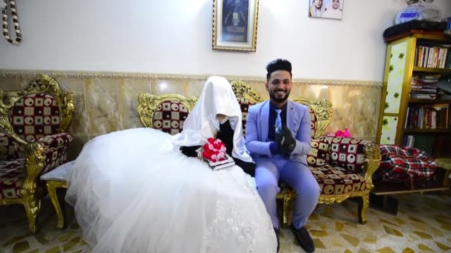 iraqi police escort a couple to their wedding as authorities implement restrictions on large gatherings in a bid to stem the spread of the covid19... - najaf stock videos & royalty-free footage