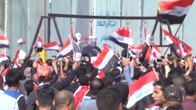stockvideo's en b-roll-footage met iraqi security forces stand guard at the entrances to baghdad's green zone as supporters of iraqi shiite cleric moqtada al-sadr stage a protest... - bewaken