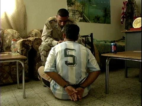 vídeos de stock, filmes e b-roll de iraqi soldier interrogating handcuffed man / mahmudiyah iraq / audio - algema