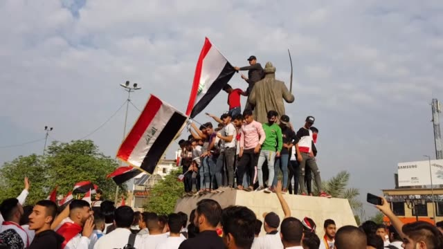 iraqi students participate in the ongoing anti-government protests in baghdad, iraq on october 28, 2019. demonstrations have rocked baghdad and other... - protestor stock videos & royalty-free footage