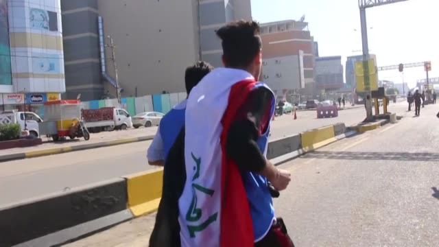 vídeos de stock e filmes b-roll de iraqis take part in a marathon in the southern city of basra in support of ongoing anti government demonstrations - bassorá