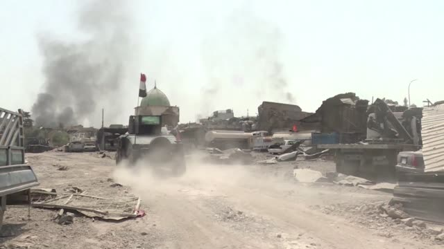 iraq's elite counter terrorism service continued to battle islamic state jihadists inside the narrow alleys of mosul's old city on tuesday aiming to... - narrow stock videos & royalty-free footage
