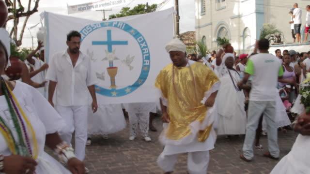 stockvideo's en b-roll-footage met irara lavagem festival - festivalganger