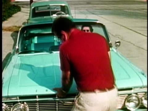 vidéos et rushes de 1961 irate man opening hood of car to look at engine / united states / audio  - panne de voiture