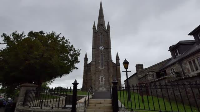 ireland donegal town parish church - アルスター州点の映像素材/bロール