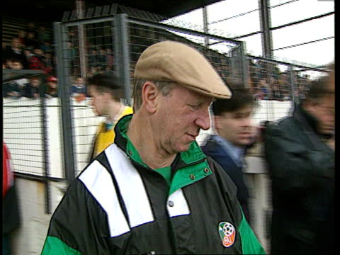 ireland football manager jack charlton granted freedom of dublin b naf dublin jack charlton along on to football pitch at ireland training session... - jack charlton stock videos & royalty-free footage