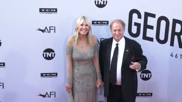 irena ferris and mike medavoy at the american film institute honors george clooney with 46th afi life achievement award at dolby theatre on june 07... - american film institute bildbanksvideor och videomaterial från bakom kulisserna