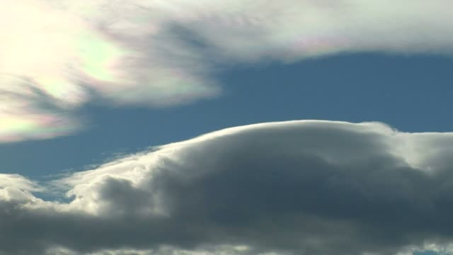 iridescence in high cloud, timelapse - mittag stock-videos und b-roll-filmmaterial