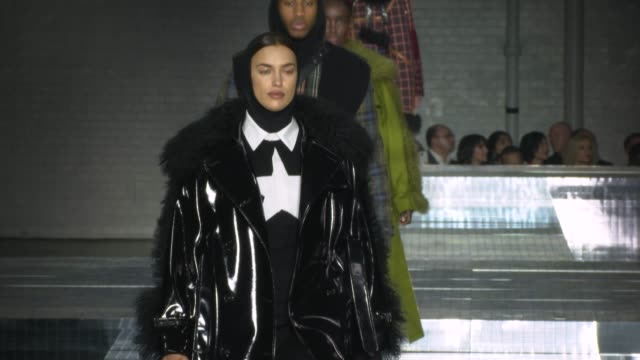 irina shayk at the london fashion week a/w 2020 - burberry at olympia london on february 17, 2020 in london, england. - catwalk stock videos & royalty-free footage