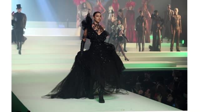 irina shayk walks the runway during the jean-paul gaultier haute couture spring/summer 2020 show as part of paris fashion week at theatre du chatelet... - paris fashion week - haute couture spring/summer 2020点の映像素材/bロール