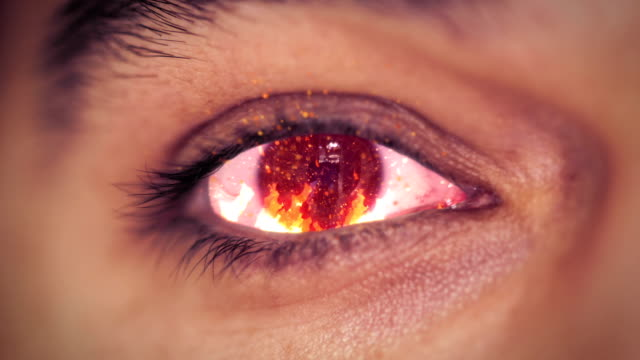 vídeos y material grabado en eventos de stock de iris ojo de incendios - maldad
