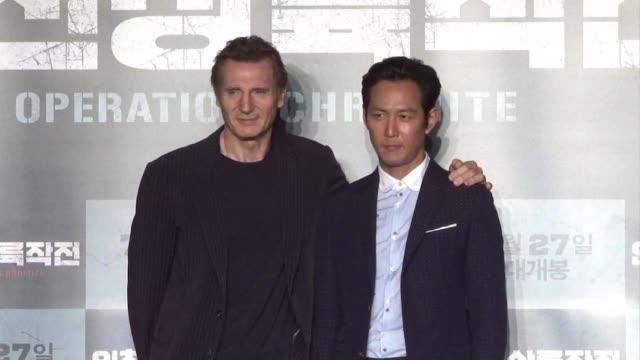 vídeos y material grabado en eventos de stock de irish actor liam neeson promotes his new korean film operation chromite in which he plays general douglas macarthur during the korean war - douglas macarthur