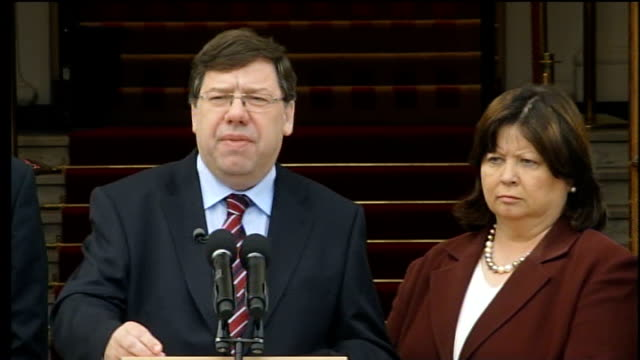 lisbon treaty rejected; dublin: brian cowen and ministers down steps to microphone brian cowen press conference sot - result brings about... - prime minister点の映像素材/bロール
