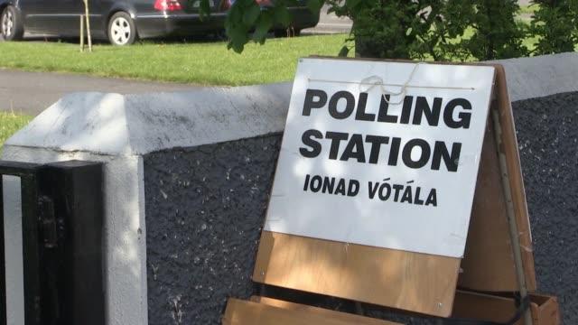 vídeos y material grabado en eventos de stock de irlanda pais con una muy fuerte tradicion catolica voto ampliamente el viernes por referendum a favor de la derogacion de la prohibicion... - viernes