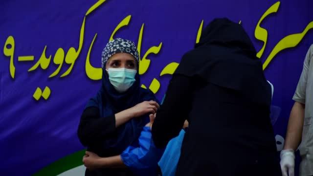 irán, el país de oriente medio más afectado por la pandemia de covid-19, comenzó el martes la campaña de vacunación con el fármaco ruso sputnik v - sputnik stock videos & royalty-free footage