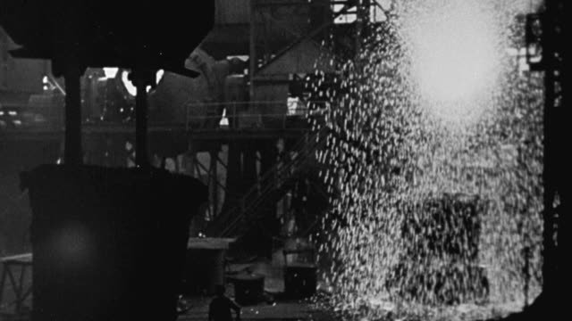 vídeos de stock e filmes b-roll de 1940 montage iron ore being converted to steel in a steel mill using a bessemer converter, a siemens open hearth furnace, and an electric furnace / united kingdom - fábrica de aço