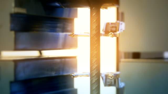 vídeos de stock e filmes b-roll de iron processing - durabilidade